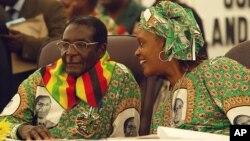 President Robert Mugabe and his wife, Grace Mugabe.
