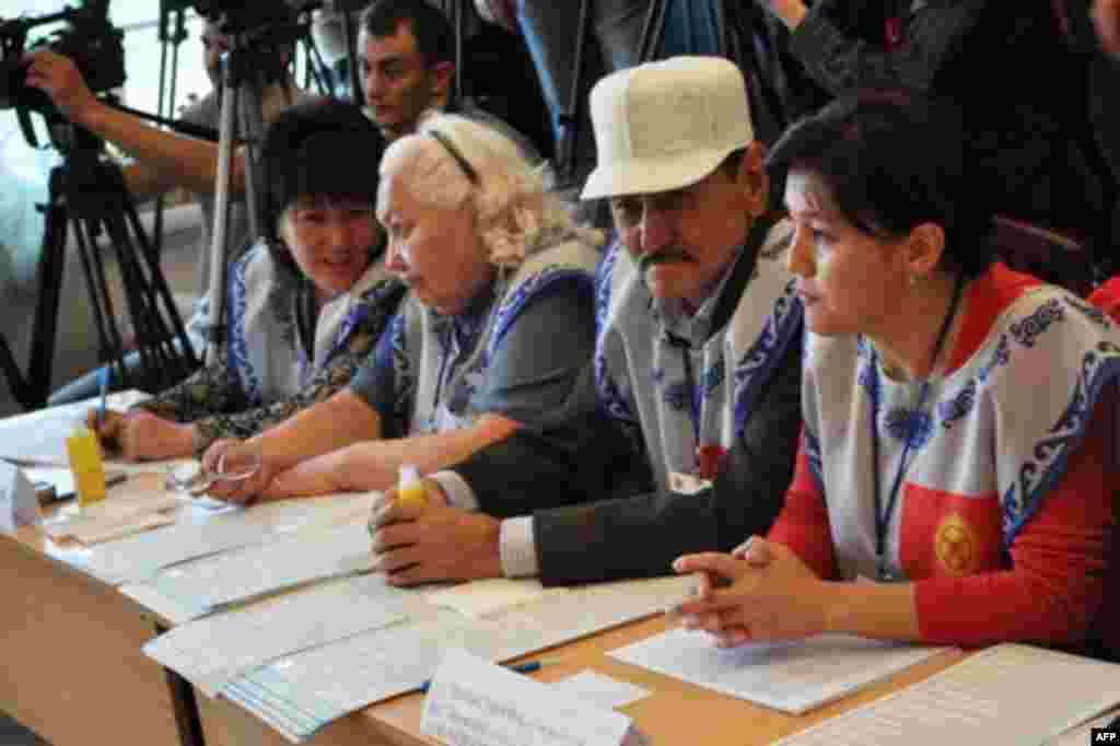 Представители центральной предвыборной комиссии