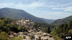 Hendeku mes Veriut dhe Jugut në Itali, i vështirë për t'u kapërcyer