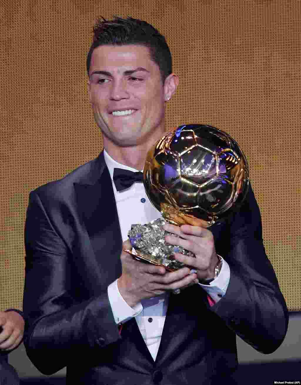 Cristiano Ronaldo, jogador português do Real Madrid, vencedor da Bola de Ouro 2013. Gala FIFA Bola de Ouro 2013 em Zurique, Suíça. Jan. 13, 2014
