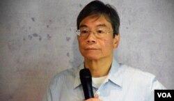 香港教育大學客席教授梁恩榮。(美國之音湯惠芸)