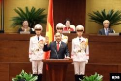 Ông Nguyễn Xuân Phúc chính thức được Quốc hội công nhận chức vụ mới hôm 7/4.
