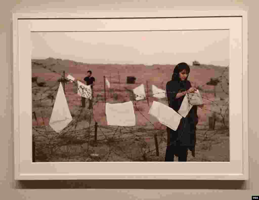 """عکس: گوهر دشتی. از سری """"زندگی امروز و جنگ"""""""