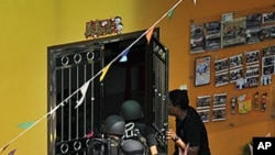 Police commandos storm the kindergarten where children and teachers are being held hostage in Muar in Malaysia's southern Johor state, July 7, 2011