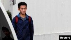 香港犯罪嫌疑人陳同佳走出監獄。 (2019年10月23日)
