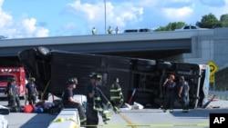 El autobús accidentado en Indiana cuando trasladaba a adolescentes que habían participado de un campamento de verano, tres personas murieron.