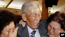 2006년 상봉시에 만난 북의 오빠와 남의 누이들