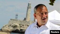 쿠바에 수감 중인 미국인 앨런 그로스의 변호사 스콧 길버트가 23일 아바나에서 기자회견을 가졌다.