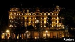 Vista del hotel Beau Rivage Palace donde se realizan las conversaciones nucleares con Irán, en Lausana, Suiza.