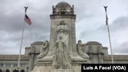 首都華盛頓聯合車站外的哥倫布像。