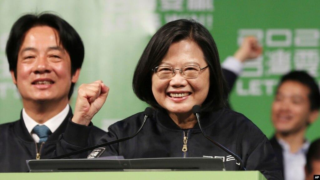 台湾2020大选连任成功的蔡英文总统以及副总统当选人赖清德(2020年1月11日)