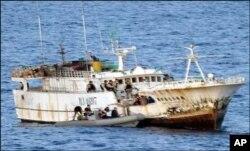 51 refugiados morreram, recentemente, quando um barco tanzaniano com 130 ilegais somalis e etíopes a bordo, naufragou ao largo da costa de Cabo Delgado.