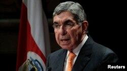 El expresidente de Costa Rica Oscar Arias, premio Nobel de la Paz, se mostró especialmente complacido con el tratado.