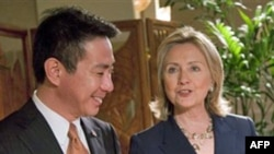 Ngoại trưởng Mỹ Hillary Clinton, phải, hội đàm với Bộ trưởng Ngoại giao Nhật Bản Seiji Maehara ở Honolulu, Hawaii, ngày 27 tháng 10, năm 2010
