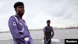 Des policiers lors d'une opération à Lagos, Nigeria, 20 août 2013.