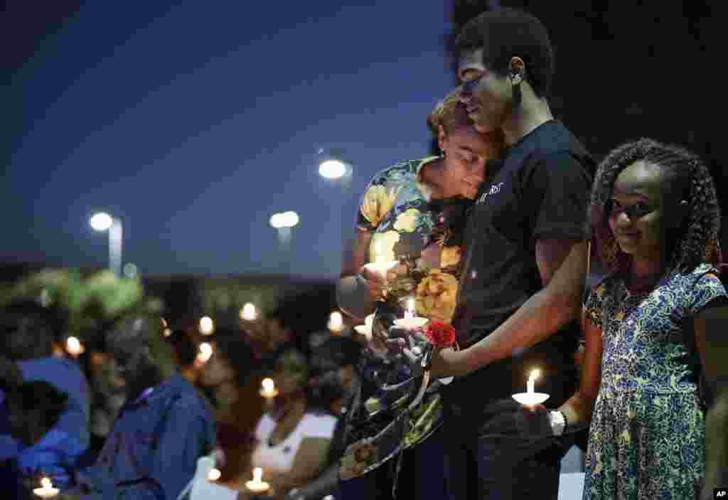 سوگواری همسر و فرزندان افسر پلیسی که در حادثه تیراندازی لاس وگاس جان خود را از دست داد.