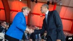 Presiden AS Barack Obama saat bertemu Kanselir Jerman Angela Merkel di KTT Perubahan Iklim di Perancis, November 2015.