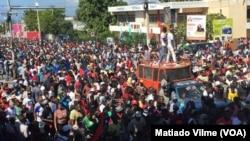 ຜູ້ຄົນຈຳນວນຫຼາຍພັນ ໄດ້ລົງສູ່ຖະໜົນຫົນທາງ ເພື່ອປະທ້ວງແລະຮຽກຮ້ອງໃຫ້ປະທານາທິບໍດີ ລົງຈາກຕຳແໜ່ງ, Port-au-Prince, Haiti, 18 ພະຈິກ 2018.