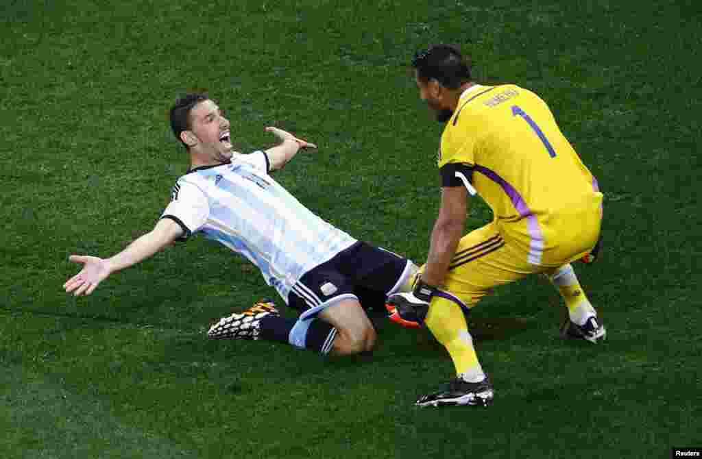ارجنٹینا کےکھلاڑی جیت پر خوش ہیں