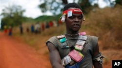 An anti-Balaka Christian militiaman mans a mobile checkpoint near Sibut, some 200kms (140 miles) northeast of Bangui, Central African Republic, Friday April 11, 2014. The U.N. Security Council voted unanimously Thursday to authorize a nearly 12,000-strong