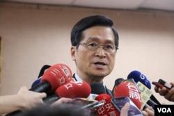 台湾国防部长严德发30日上午在立法院外交及国防委员会的会议上