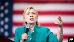 Mgombea wa chama cha demokratik Hillary Clinton akizungumza kwenye mkutano wa kamp[eni huko Des Moines, Iowa, Ag. 10, 2016.
