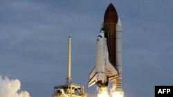 Anija e hapësirës Atlantis niset nga Qendra Kennedy në Florida
