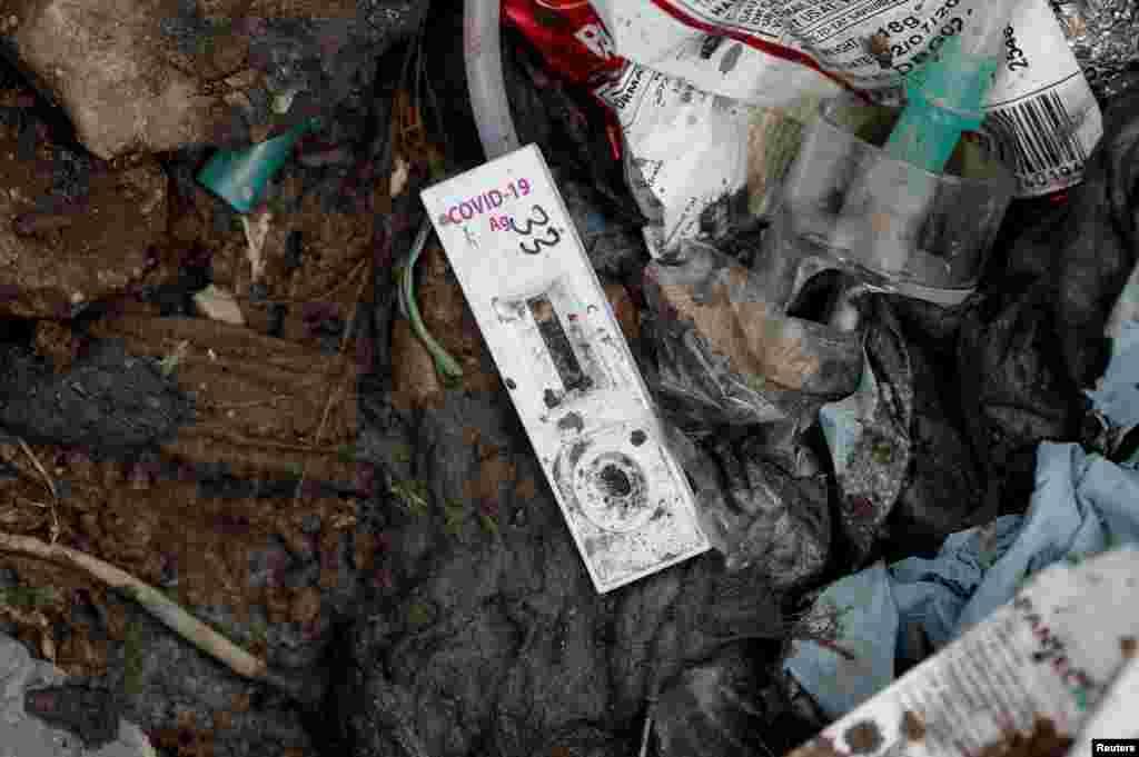 چند ماہ سے کچرا پٹی پر بائیو میڈیکل فضلے کی مقدار میں اضافہ ہوتا جا رہا ہے جس کے سبب ماہرین کا کہنا ہے کہ کچرا چننے والوں کی صحت کو وبائی مرض سے متاثر ہونے کا خطرہ بڑھ گیا ہے۔