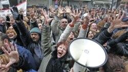 Економската криза ја поларизира грчката политика