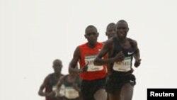 Geoffrey Kipsang o Kamworor, en tête d'un peloton (AP)