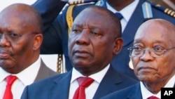 Le président Jacob Zuma, à droite, avec le vice-président Cyril Ramaphosa, à gauche, à Cape Town, Afrique du sud, le 9 février 2017.
