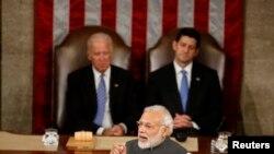 印度总理莫迪2016年6月在美国国会发表演说,时任副总统拜登(后排左)在场。(路透社)
