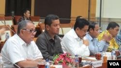 Rapat kerja Komisi Hukum DPR dengan pimpinan Dewan Perwakilan Rakyat Daerah (DPRD) Provinsi Riau di kompleks parlemen di Jakarta, hari Selasa 20/9.(VOA/Fathiyah Wardah)