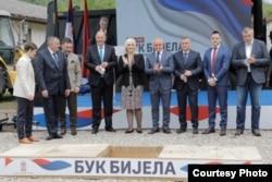 """Delegacije Republike Srpske i Srbije postavili su kamen temeljac za gradnju hidroelektrane """"Buk Bijela"""", prvu od tri koje će zajedno graditi na rijeci Drini, 17 maj 2021. (Izvor: Vlada Srbije)"""
