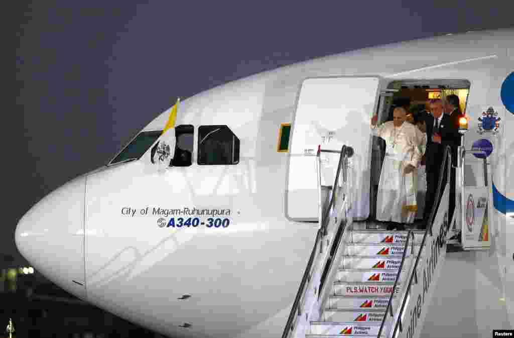 Roma Papası Frensis Manilanın Villamor Hava Limanında - 15 yanvar, 2015