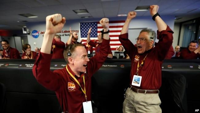Nhân NASA vui mừng khi tàu InSight đáp thành công xuống sao Hỏa hôm 26/11/2018.