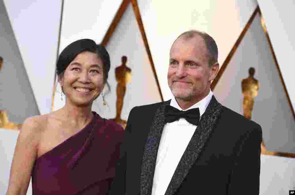 Laura Louie e Woody Harrelson