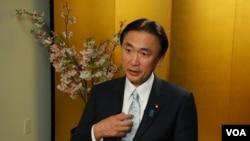 Ông Keiji Furuya, Bộ trưởng Nhật Bản đặc trách về vấn đề người Nhật bị bắt cóc trong một cuộc phỏng vấn do đài VOA thực hiện