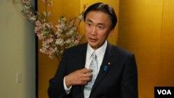 日本内阁部长古屋圭司