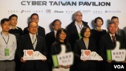 台湾总统蔡英文2019年3月19日参观台湾资安馆(美国之音张永泰拍摄)