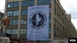 28일 뉴욕 브루클린의 한 건물에 허리케인 '샌디' 1주년 행사를 알리는 현수막이 걸렸다.