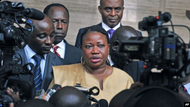 Fatou Bensouda (C) Deputy Prosecutor of the International Criminal Court, speaks in Abidjan after her meeting with Ivory Coast president Alassane Ouattara, June 28, 2011 (file photo)