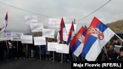 Kosovo -- Kosovo Serbs protest on the main Pristina - Raska road, November 25, 2018.
