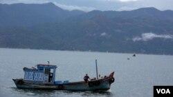 Đao Bình Ba là hòn đảo lớn nhất trong vịnh Cam Ranh, tỉnh Khánh Hòa.