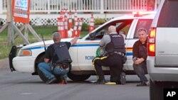 Cảnh sát tại hiện trường vụ nổ súng ở Moncton, New Brunswick ngày 04/06/2014.