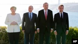 Kutoka (L) Angela Merkel, Vladmir Putin, Recep Tayyip Erdogan na Emmanuel Macron