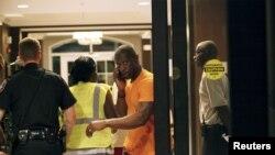 Familiares tentam saber quem foram as vítimas do ataque na Igreja na Carolina do Sul