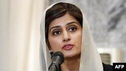 Bộ trưởng Ngoại giao Pakistan Hina Rabbani Khar trong 1 cuộc họp báo chung tại Bộ Ngoại giao ở thủ đô Kabul, Afghanistan, 1/2/2012