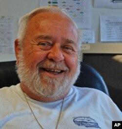 退休的政府雇员布莱尔把土地租借给义工农场,每年租金1美元
