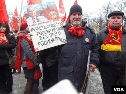 今年4月俄共莫斯科反政府集会中久加诺夫的支持者 (美国之音白桦拍摄)